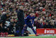 Manchester spelar borta mot Liverpool - på söndag väntar dock Chelsea borta.